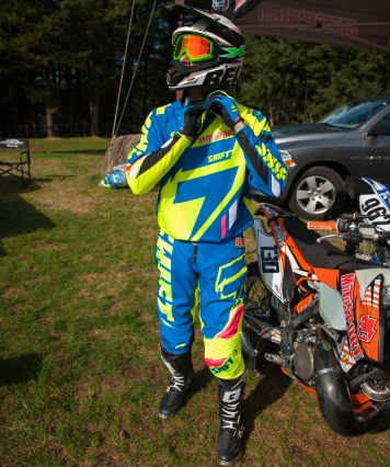 How to ride a dirt bike motosport for Motor cycle without gear