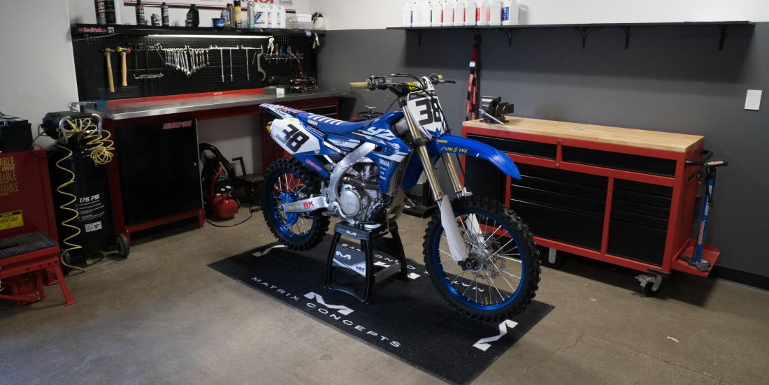How to set up the perfect moto garage motosport for Garage moto courbevoie
